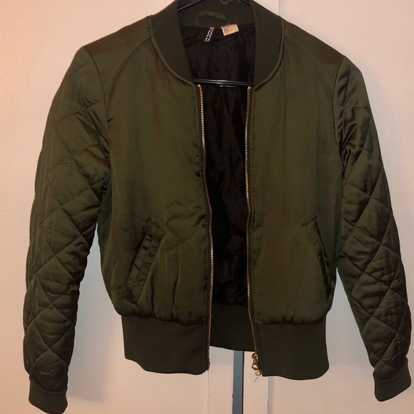 H&M Jackets & Blazers - Cute Green jacket !